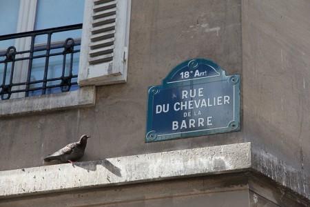 800px-Rue_du_Chevalier-de-La-Barre_August_25,_2012 11.17